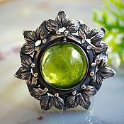 """Украшения ручной работы. Ярмарка Мастеров - ручная работа Кольцо """"Зеленый цветок"""" - натуральный хризолит, серебро. Handmade."""