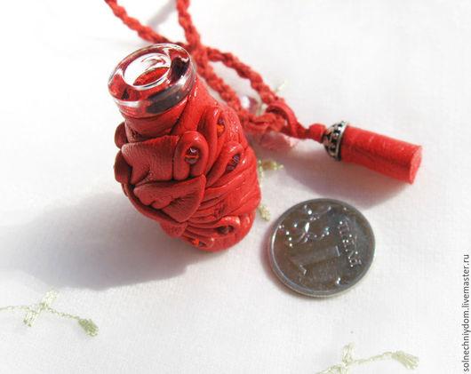 """Кулоны, подвески ручной работы. Ярмарка Мастеров - ручная работа. Купить Кулон-ароматница Калина красная"""""""", женское украшение из кожи. Handmade."""