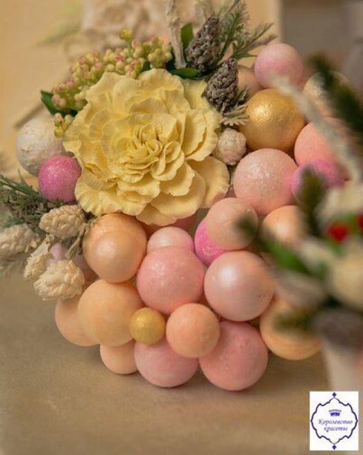 Новый год 2017 ручной работы. Ярмарка Мастеров - ручная работа. Купить Новогодний венок из шаров. Handmade. Цветы ручной работы