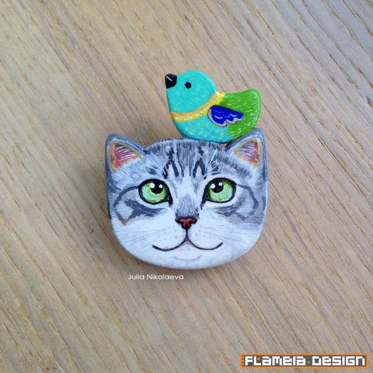 Броши ручной работы. Ярмарка Мастеров - ручная работа. Купить Серый табби котик с птичкой - брошь. Handmade. Комбинированный, котик