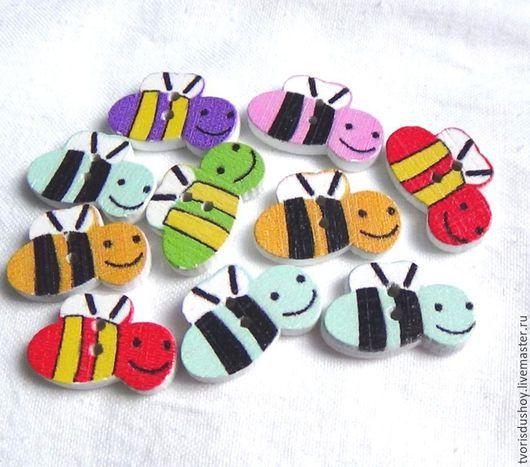 """Открытки и скрапбукинг ручной работы. Ярмарка Мастеров - ручная работа. Купить Пуговицы деревянные """"Пчёлка"""". Handmade. Разноцветный, пуговица пчёлка"""