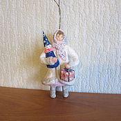 Подарки к праздникам ручной работы. Ярмарка Мастеров - ручная работа Девочка с подарками. Ватные елочные игрушки. Handmade.
