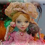 Куклы и пупсы ручной работы. Ярмарка Мастеров - ручная работа Коллекционная интерьерная текстильная кукла Элизабет с игрушкой-котом. Handmade.