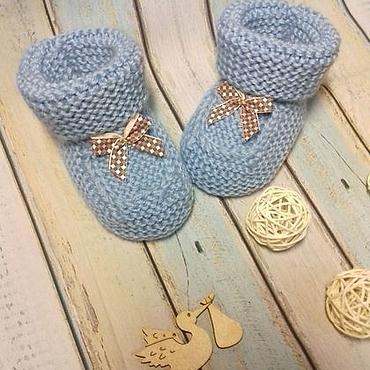 Работы для детей, ручной работы. Ярмарка Мастеров - ручная работа Пинетки голубые с бантом для новорожденных. Handmade.