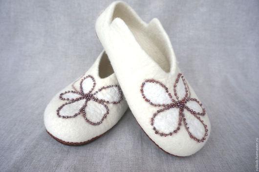 Обувь ручной работы. Ярмарка Мастеров - ручная работа. Купить Валяные тапочки Молочные реки -2. Handmade. Белый
