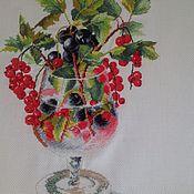 """Картины и панно ручной работы. Ярмарка Мастеров - ручная работа Вышитая картина """"смородиновый коктейль"""". Handmade."""