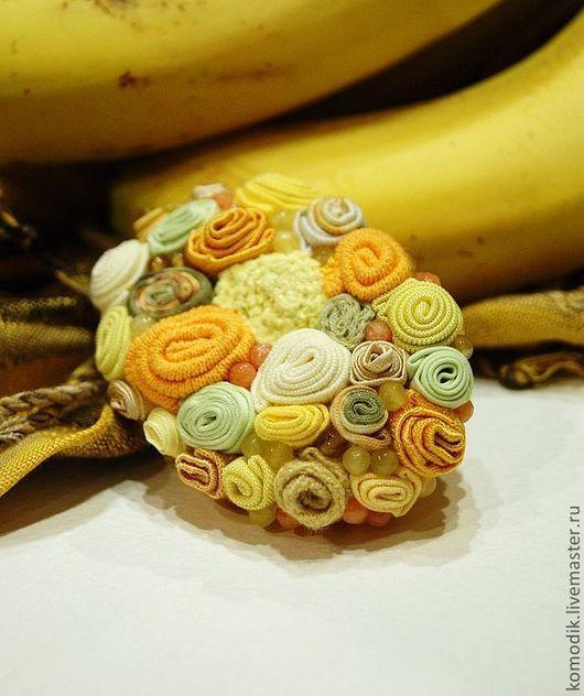 """Броши ручной работы. Ярмарка Мастеров - ручная работа. Купить брошь """"Банановый рай""""  желтая, с кварцами. Handmade. Брошка из ткани"""