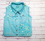 Одежда ручной работы. Ярмарка Мастеров - ручная работа Дизайнерская джинсовая жилетка, креативно окрашена вручную. Handmade.