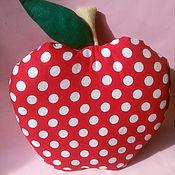 Подушки ручной работы. Ярмарка Мастеров - ручная работа Подушка-игрушка Яблоко в горошек. Handmade.