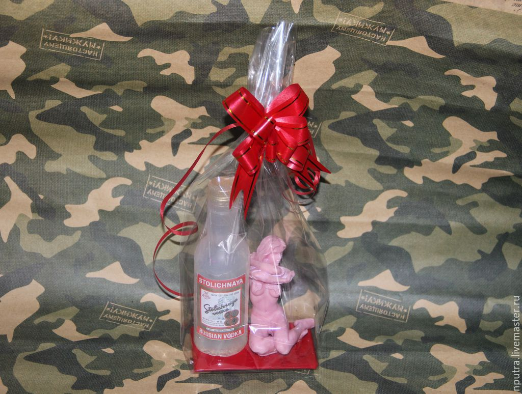 Подарок из бутылок водки 363