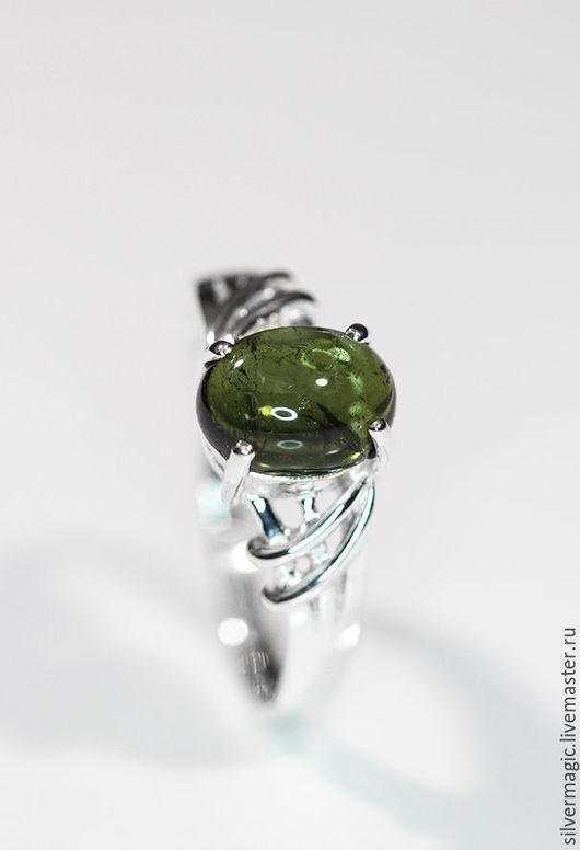 Кольца ручной работы. Ярмарка Мастеров - ручная работа. Купить Серебряное кольцо с зеленым турмалином.. Handmade. Серебряное кольцо
