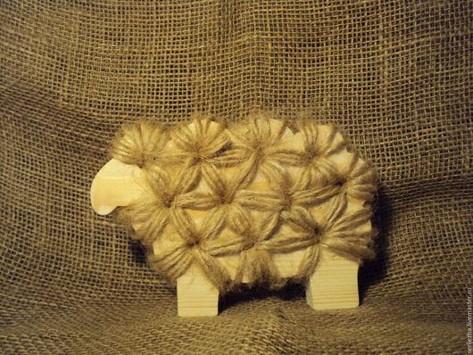 Овечка декорированная джутовыми нитками, деревянная игрушка