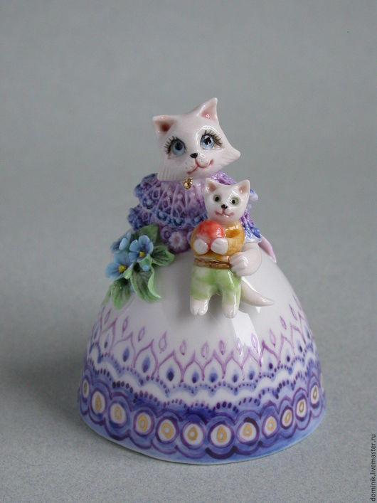 Колокольчики ручной работы. Ярмарка Мастеров - ручная работа. Купить Кошка с игрушкой - колокольчик. Handmade. Голубой, авторский фарфор, золото