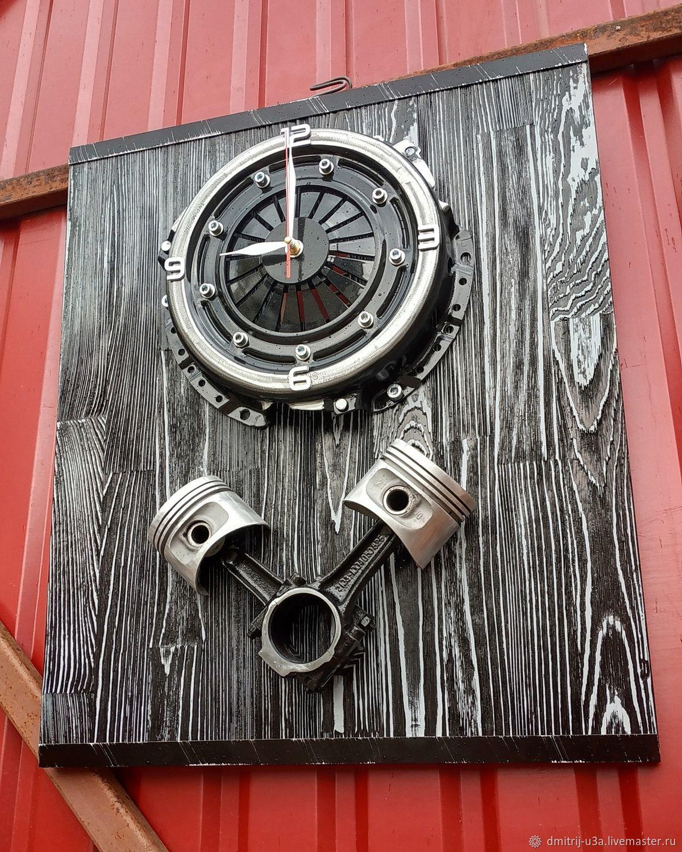 Часы из корзины сцепления с поршнями на доске, Часы классические, Москва,  Фото №1