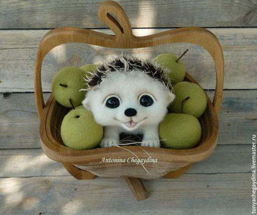 Игрушки животные, ручной работы. Ярмарка Мастеров - ручная работа. Купить Ежик Филя в корзинке с яблоками. Handmade. Еж