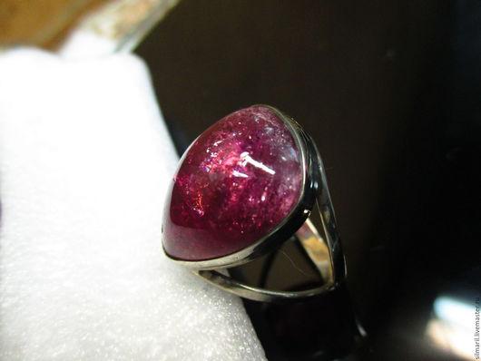 кольцо `Страсть` цена 2900 турмалин малиновый с искорками
