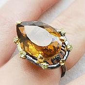 Серебряное кольцо с коньячным кварцем и хризолитом
