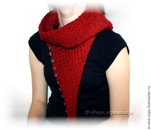 """Шали, палантины ручной работы. Ярмарка Мастеров - ручная работа. Купить Снуд в два оборота на пуговицах или шарфик """"Красный"""". Handmade."""