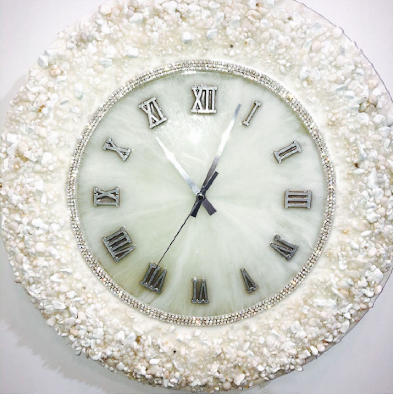 Глянцевые часы ручной работы из декоративных камней отделка Стразы, Часы, Краснодар,  Фото №1