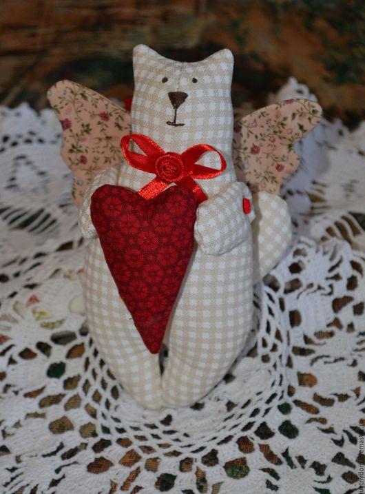 тильда-котик, уютная, добрая игрушка-подвеска. Лапки и хвостик на пуговичном креплении