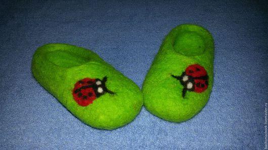 Обувь ручной работы. Ярмарка Мастеров - ручная работа. Купить тапочки домашние детские из 100% шерсти. Handmade. Ярко-зелёный
