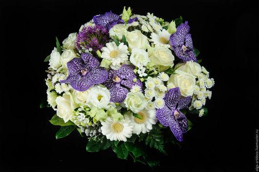 Букеты ручной работы. Ярмарка Мастеров - ручная работа. Купить букет из живых цветов. Handmade. Тёмно-фиолетовый, белый, роза