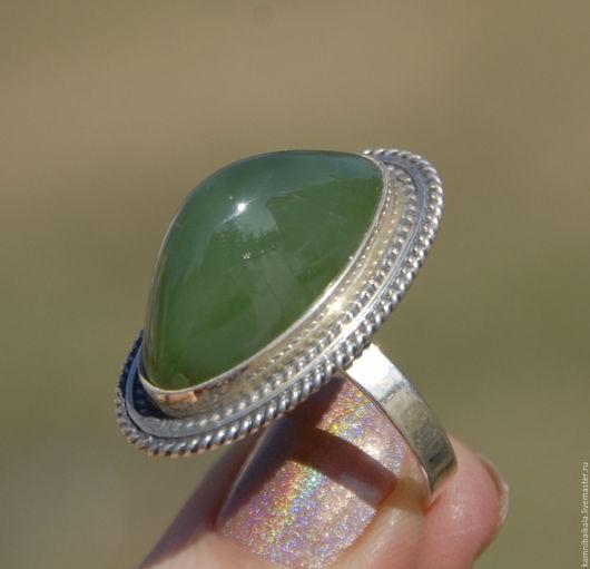 Кольца ручной работы. Ярмарка Мастеров - ручная работа. Купить Кольцо с нефритом (Р7). Handmade. Зеленый, нефритовое кольцо