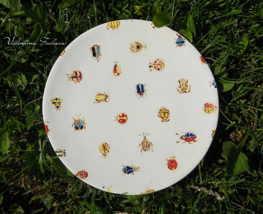 """Тарелки ручной работы. Ярмарка Мастеров - ручная работа. Купить блюдо """"Круговорот жуков в природе"""". Handmade. Белый, керамическая посуда"""