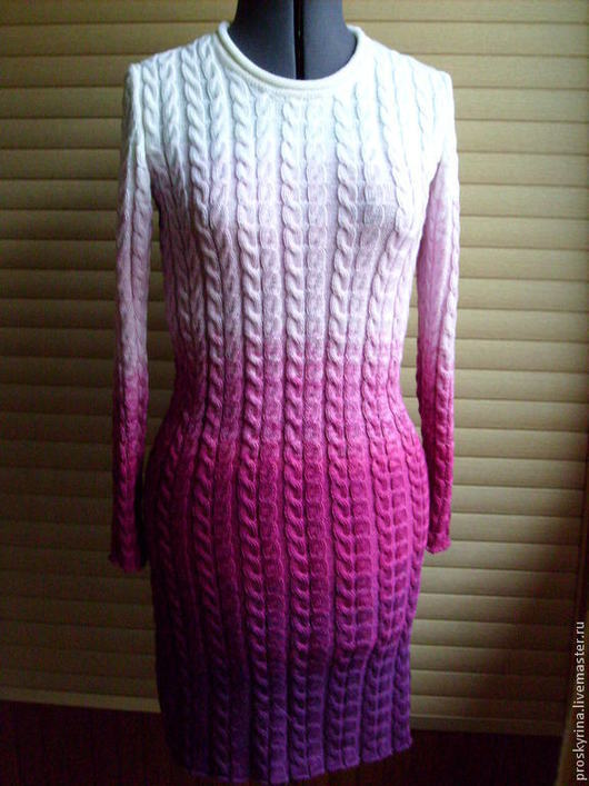платье вязанное ,узор косы,переход цвета от темной орхидеи до белого