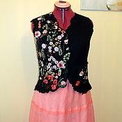 """Одежда ручной работы. Ярмарка Мастеров - ручная работа Валяный жилет """" В цветочек  """"  приталенный шерсть вышивка. Handmade."""