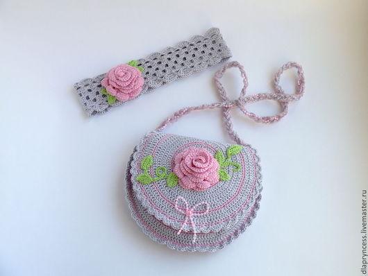 серая сумочка с розой