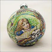 """Подарки к праздникам ручной работы. Ярмарка Мастеров - ручная работа Елочный шар """" Алиса в стране чудес"""". Handmade."""