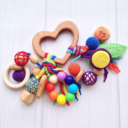 Развивающие игрушки ручной работы. Ярмарка Мастеров - ручная работа. Купить Буковый грызунок Сердечко с подвесками - погремушками из разных бусин. Handmade.