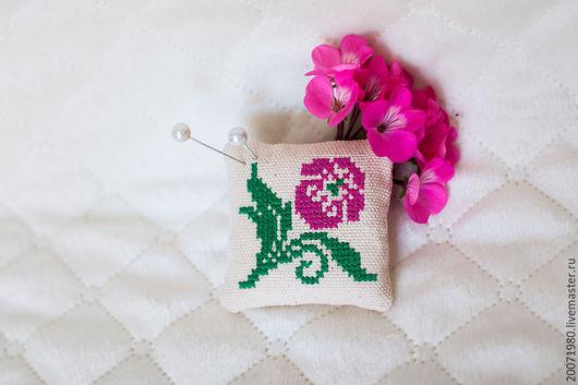 Персональные подарки ручной работы. Ярмарка Мастеров - ручная работа. Купить Игольница Розовый цветок. Handmade. Бежевый, вышивка