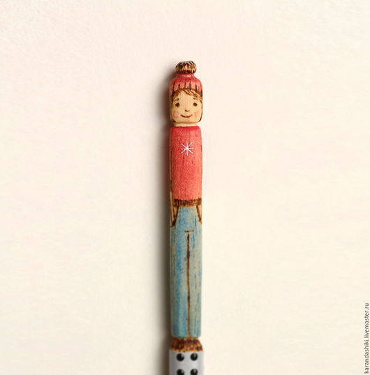 Карандаши, ручки ручной работы. Ярмарка Мастеров - ручная работа. Купить Карандаш Девочка в шапке. Handmade. Ярко-красный, графитовый