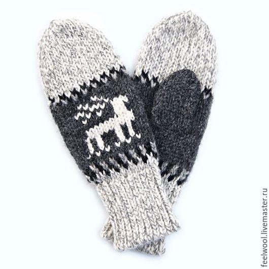 Варежки, митенки, перчатки ручной работы. Ярмарка Мастеров - ручная работа. Купить Варежки с оленями из 100% новозеландской шерсти. Handmade.