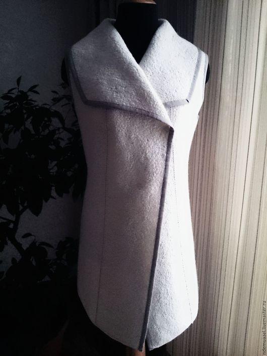 Жилеты ручной работы. Ярмарка Мастеров - ручная работа. Купить Длинный жилет. Handmade. Белый, валяный жилет, верхняя одежда