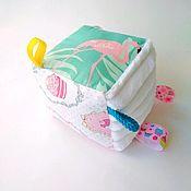 Кукольная еда ручной работы. Ярмарка Мастеров - ручная работа Развивающий кубик с погремушкой. Handmade.