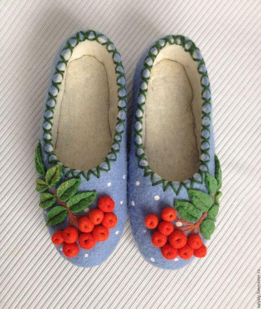 Обувь ручной работы. Ярмарка Мастеров - ручная работа. Купить валяные тапочки Зимняя рябина. Handmade. Голубой, обувь для дома