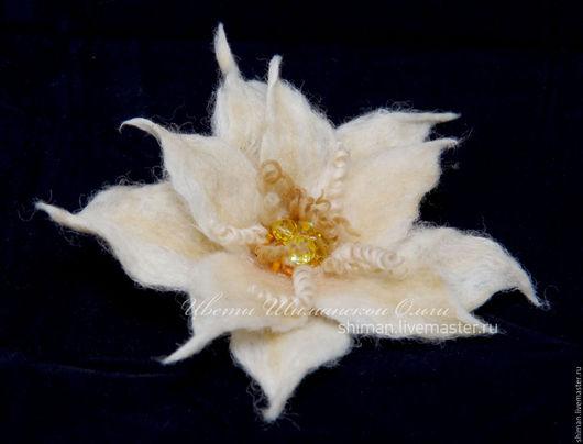 Броши ручной работы. Ярмарка Мастеров - ручная работа. Купить Бежевая лилия из шерсти. Handmade. Бежевый, лилия валяная