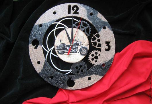 Часы для дома ручной работы. Ярмарка Мастеров - ручная работа. Купить Часы Байк. Handmade. Бежевый, подарок на 23 февраля