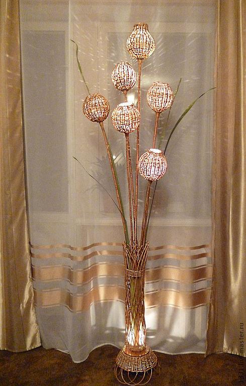 Напольная ваза-светильник с цветами