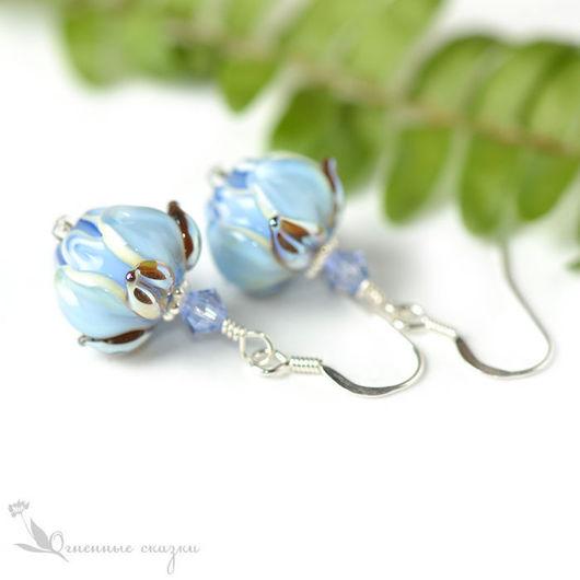 серьги цветы из стекла серебро 925 пробы, голубые бутоны лэмпворк (lampwork), нежные, женственные, воздушные, пастельные, акварельный, подарок девушке, женщине, подруге, любимой, сестре, день рождения
