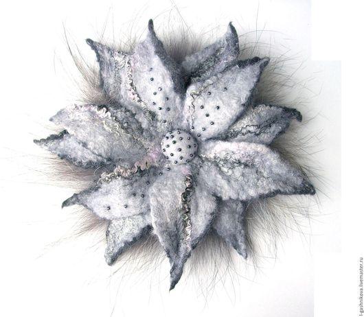 """Броши ручной работы. Ярмарка Мастеров - ручная работа. Купить Брошь-цветок """"Зимний рассвет"""" мех, шерсть, осеннее и зимнее украшение. Handmade."""