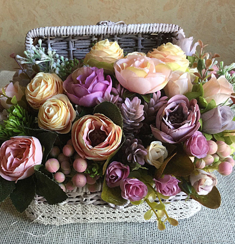 Цветы, букет в сундучке фото
