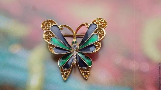 Брошь в винтажном стиле `Бабочка` . Из Франции. В отличном состоянии.