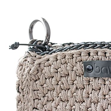 Сумки и аксессуары ручной работы. Ярмарка Мастеров - ручная работа Вязаная сумка-мини бежевого цвета. Handmade.