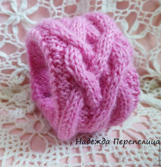 розовый,розовый браслет,вязаный браслет,араны,аранские узоры,бохо,бохо украшения,бохо браслет,орнамент,косы,необычный браслет,узор косы,нежно-розовый,холодный розовый