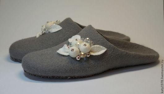 """Обувь ручной работы. Ярмарка Мастеров - ручная работа. Купить Тапочки валяные """"Акцент"""". Handmade. Серый, валяные бусины"""
