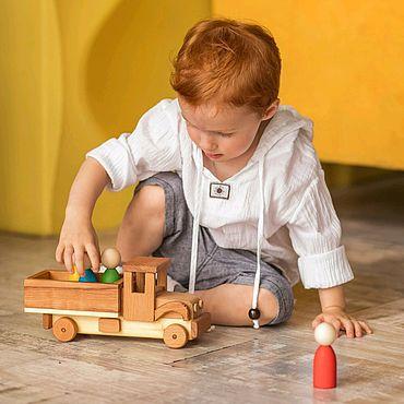 """Куклы и игрушки. Ярмарка Мастеров - ручная работа Деревянная игрушка """"Грузовик"""". Handmade."""